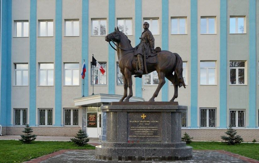 Памятник Дуровой
