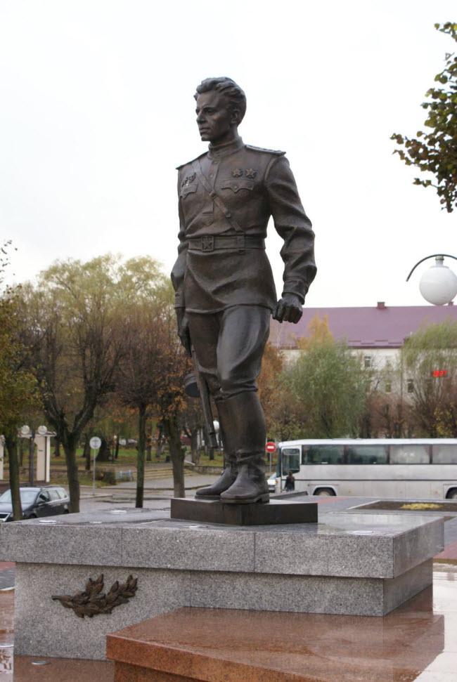 Памятник С.И. Гусеву