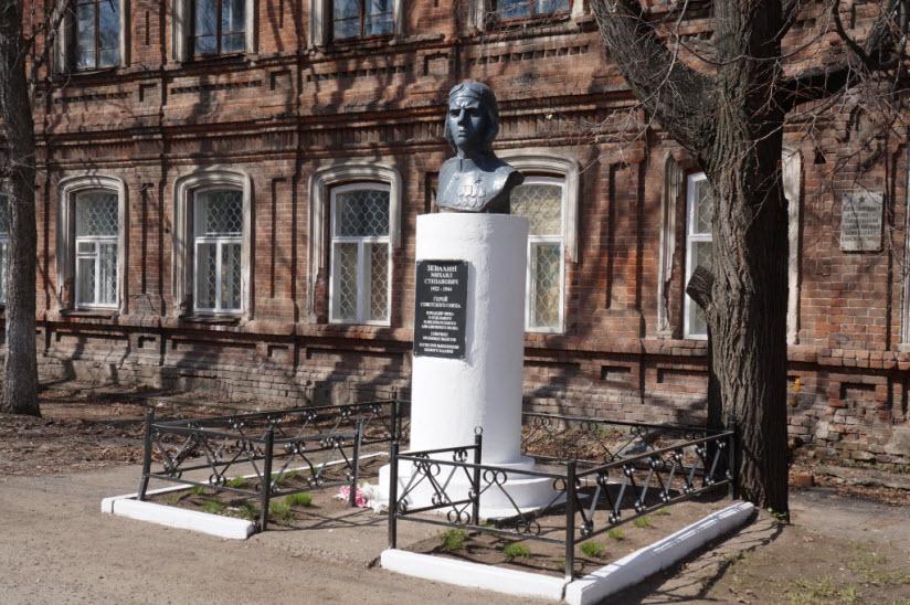 Памятник Сивкову