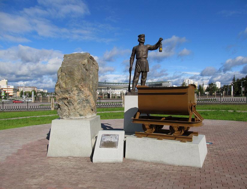 Памятник Уральским рудокопам