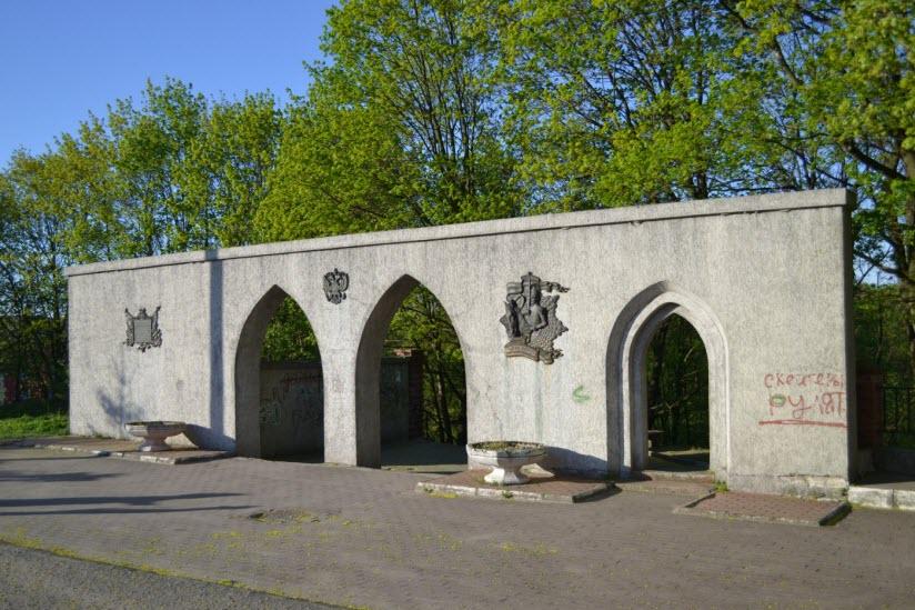 Памятник «В честь парада русских войск 1914 года»