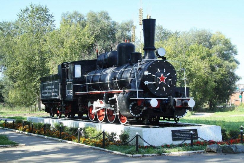 Памятник-паровоз Ов-3705