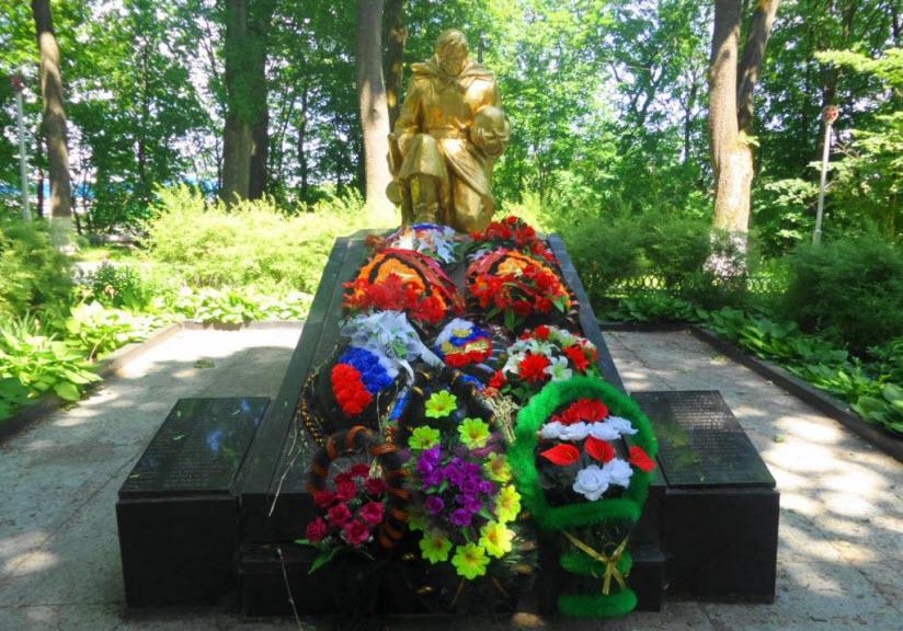 Братская могила советских воинов, павших в годы Великой Отечественной войны