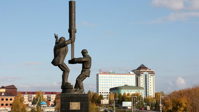 Монумент нефтяникам-первопроходцам