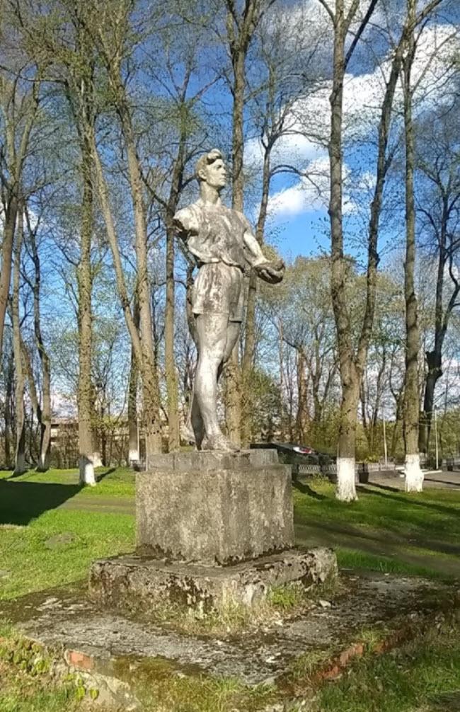 Памятник Спортсмену
