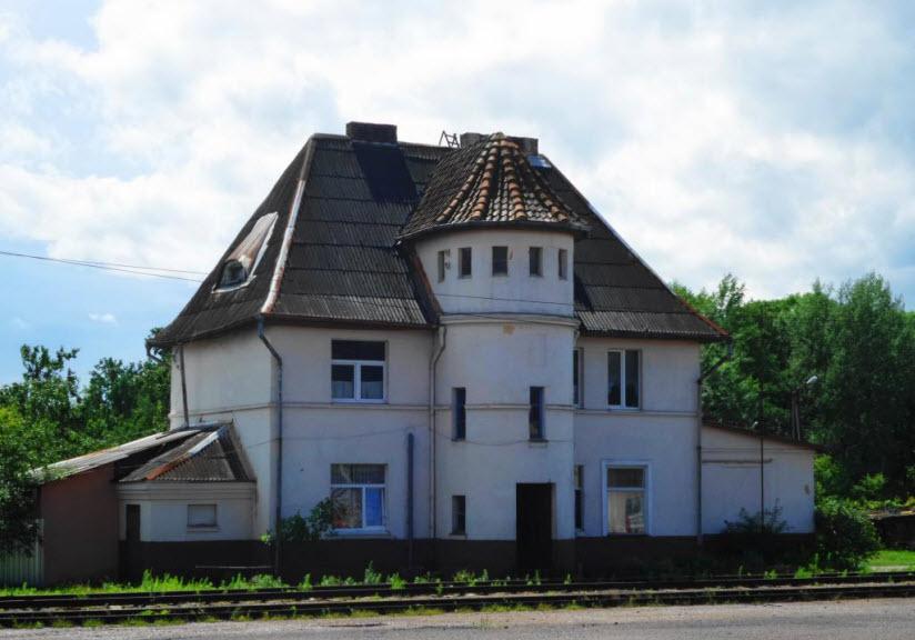 Здание узкоколейного вокзала Тапиау